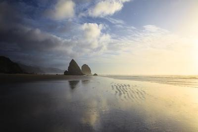 https://imgc.allpostersimages.com/img/posters/cannon-beach-reflecting-the-sky_u-L-Q1CAND90.jpg?artPerspective=n