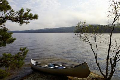 https://imgc.allpostersimages.com/img/posters/canoe-tour-lelang-lake-dalsland-sweden_u-L-Q1EXS840.jpg?artPerspective=n
