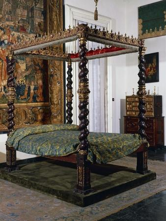 https://imgc.allpostersimages.com/img/posters/canopy-bed-in-wood-and-iron-with-twisted-columns-1601-1633-spain_u-L-POPV410.jpg?p=0