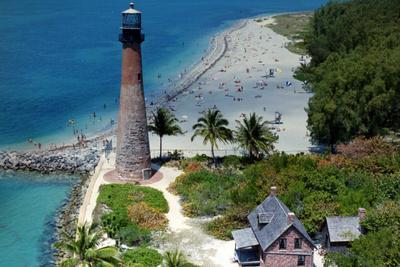 https://imgc.allpostersimages.com/img/posters/cape-florida-aerial-view-shows-the-lighthouse-keeper-s-cottage-and-beach-1989_u-L-PQ2IZK0.jpg?p=0