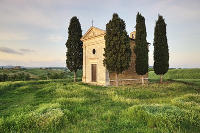 https://imgc.allpostersimages.com/img/posters/capella-di-vitaleta-val-d-orcia-unesco-world-heritage-site_u-L-PNGQ530.jpg?p=0
