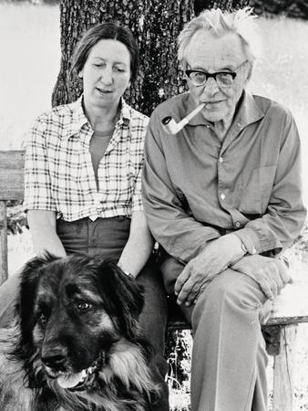 https://imgc.allpostersimages.com/img/posters/carl-orff-and-his-wife-liselotte-orff-1975_u-L-POPDFZ0.jpg?p=0