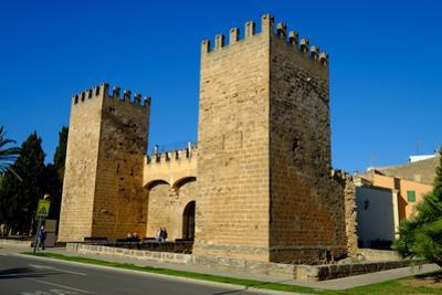 Gate of the city walls, Alcudia, Majorca, Balearic Islands, Spain, Europe