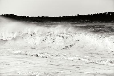 https://imgc.allpostersimages.com/img/posters/carmel-waves-i-bw_u-L-Q10PXEF0.jpg?p=0