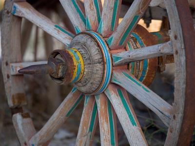 https://imgc.allpostersimages.com/img/posters/cart-and-cart-wheels-in-cappadoccia-turkey_u-L-P2435A0.jpg?p=0