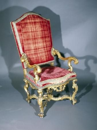https://imgc.allpostersimages.com/img/posters/carved-and-gilt-walnut-venetian-armchair-italy-17th-18th-century_u-L-POPQ0P0.jpg?p=0