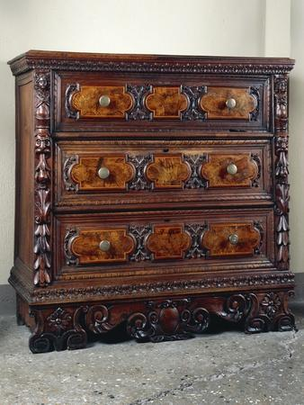 https://imgc.allpostersimages.com/img/posters/carved-three-drawer-chest-of-drawers-living-room-furniture_u-L-POPNF70.jpg?p=0