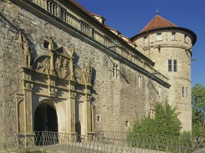 https://imgc.allpostersimages.com/img/posters/carvings-over-the-entrance-to-castle-hohentubingen-at-tubingen-in-baden-wurttemberg-germany_u-L-P7XCBW0.jpg?p=0