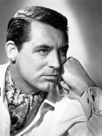 https://imgc.allpostersimages.com/img/posters/cary-grant-notorious-1946-directed-by-alfred-hitchcock_u-L-Q10T8Y40.jpg?artPerspective=n