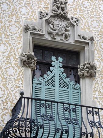 https://imgc.allpostersimages.com/img/posters/casa-amatller-by-josep-puig-cadafalch-barcelona-catalonia-spain-europe_u-L-PFNR590.jpg?p=0