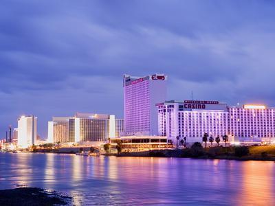 https://imgc.allpostersimages.com/img/posters/casinos-on-the-colorado-river-laughlin-city-nevada-usa_u-L-PFNMXS0.jpg?p=0