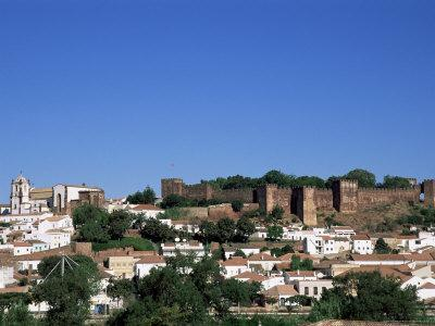 https://imgc.allpostersimages.com/img/posters/castel-dos-mouros-overlooking-town-silves-algarve-portugal_u-L-P1TZ9P0.jpg?p=0