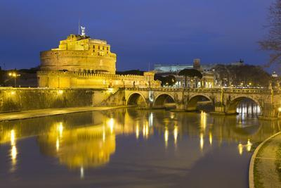 https://imgc.allpostersimages.com/img/posters/castel-sant-angelo-and-ponte-sant-angelo-on-the-river-tiber-at-night-rome-lazio-italy_u-L-PWFHM50.jpg?p=0
