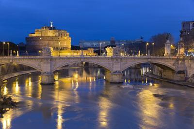https://imgc.allpostersimages.com/img/posters/castel-sant-angelo-and-ponte-vittorio-emanuelle-ii-on-the-river-tiber-at-night-rome-lazio-italy_u-L-PWFKFF0.jpg?p=0