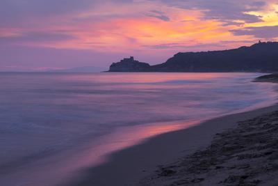 https://imgc.allpostersimages.com/img/posters/castiglione-della-pescaia-roccamare-beach-at-sunset-grosseto-tuscany-italy-europe_u-L-PQ8N5B0.jpg?p=0