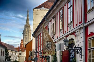 https://imgc.allpostersimages.com/img/posters/castle-hill-street-scene-i-budapest-hungary_u-L-Q1ASFVI0.jpg?p=0