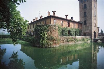 https://imgc.allpostersimages.com/img/posters/castle-of-peschiera-borromeo-milan-lombardy-italy_u-L-PP3H3J0.jpg?p=0