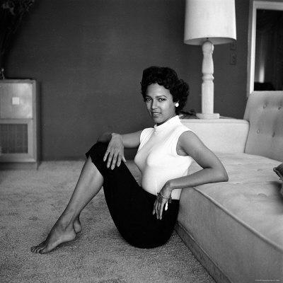 https://imgc.allpostersimages.com/img/posters/casual-portrait-of-actress-dorothy-dandridge-at-home_u-L-P43GMB0.jpg?p=0
