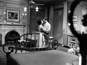 CAT ON A HOT TIN ROOF, 1958 directed by RICHARD BROOKS Elizabeth Taylor and Paul Newman (b/w photo)