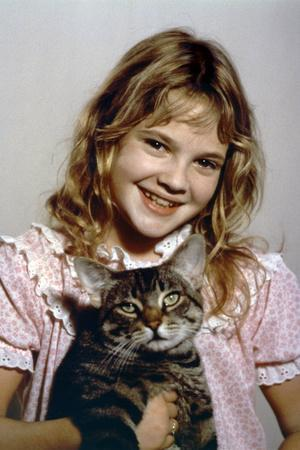 https://imgc.allpostersimages.com/img/posters/cat-s-eye-by-lewisteague-with-drew-barrymore-1984-d-apres-stephenking-after-stephenking-photo_u-L-Q1C2RLH0.jpg?artPerspective=n