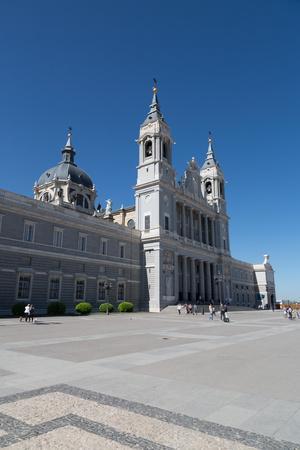 https://imgc.allpostersimages.com/img/posters/catedral-de-la-almudena-in-madrid-spain-europe_u-L-Q12SBST0.jpg?p=0