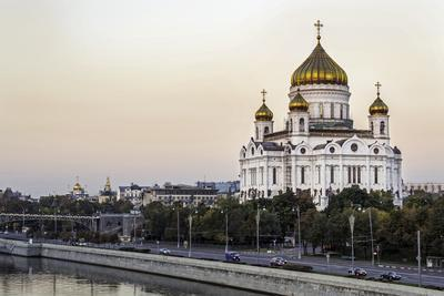 https://imgc.allpostersimages.com/img/posters/cathedral-of-christ-the-saviour-and-moskva-river-moscow-russia_u-L-PWFS100.jpg?p=0