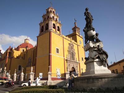 https://imgc.allpostersimages.com/img/posters/cathedral-of-guanajuato-and-fountain-guanajuato-mexico_u-L-PHAHQ00.jpg?p=0