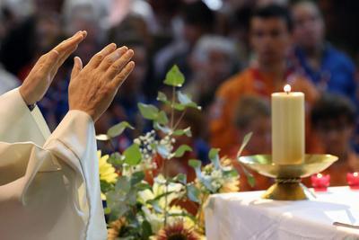 https://imgc.allpostersimages.com/img/posters/catholic-mass-eucharist-celebration-france_u-L-Q1GYMIG0.jpg?artPerspective=n