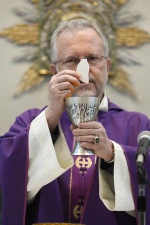 https://imgc.allpostersimages.com/img/posters/catholic-mass-in-st-mary-of-nazareth-church-sweifieh-amman-jordan_u-L-Q1GYH2A0.jpg?artPerspective=n
