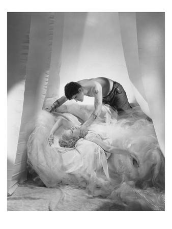 Vogue - June 1935 - Violent Love