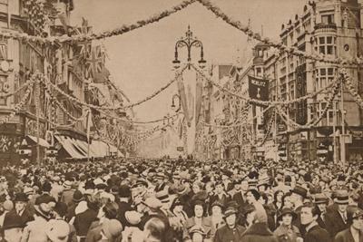 https://imgc.allpostersimages.com/img/posters/celebrations-for-the-silver-jubilee-of-king-george-v-london-1935_u-L-Q1EFB780.jpg?artPerspective=n