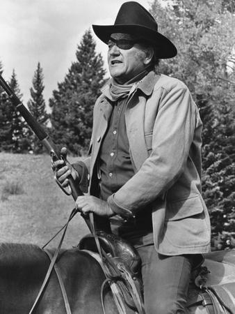 https://imgc.allpostersimages.com/img/posters/cent-dollars-pour-un-sherif-true-grit-by-henry-athaway-with-john-wayne-1969-b-w-photo_u-L-Q1C2GLL0.jpg?artPerspective=n