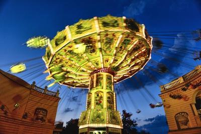 https://imgc.allpostersimages.com/img/posters/chain-swing-ride-prater-vienna-austria_u-L-Q1AS7M60.jpg?artPerspective=n