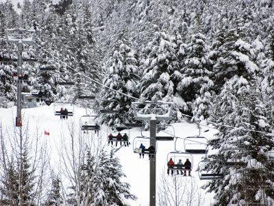 https://imgc.allpostersimages.com/img/posters/chairlift-in-the-snow-alyeska-ski-resort_u-L-P5XYB90.jpg?p=0
