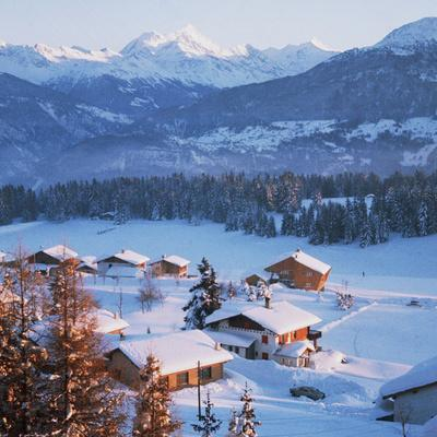 https://imgc.allpostersimages.com/img/posters/chalets-in-the-swiss-alps_u-L-PZOBXH0.jpg?p=0