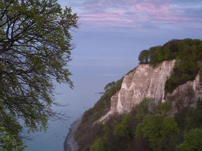 https://imgc.allpostersimages.com/img/posters/chalk-cliff-in-the-evening-jasmund-national-park-ruegen-mecklenburg-western-pomerania-germany_u-L-Q1EY1PA0.jpg?artPerspective=n