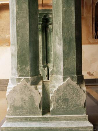 https://imgc.allpostersimages.com/img/posters/chanwar-palki-walon-ki-haveli-mansion-400-years-old-restored-to-its-original-state-amber_u-L-P1UUEK0.jpg?artPerspective=n
