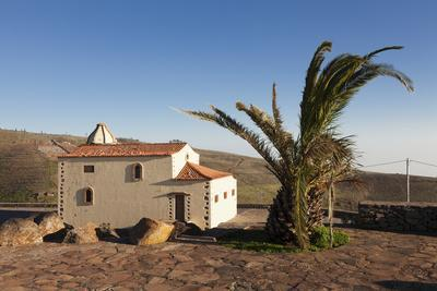 https://imgc.allpostersimages.com/img/posters/chapel-at-the-view-point-of-mirador-de-igualero-la-gomera-canary-islands-spain-europe_u-L-PWFRFO0.jpg?artPerspective=n