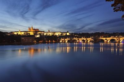 https://imgc.allpostersimages.com/img/posters/charles-bridge-and-the-castle-district-with-st-vitus-cathedral-and-royal-palace_u-L-PQ8OTN0.jpg?p=0