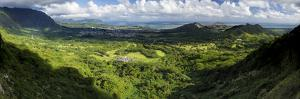 View from Nuuanu Pali State Wayside Viewpoint, Oahu, Hawaii, USA by Charles Crust