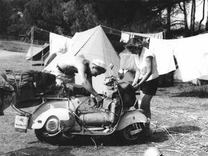 Jeune Couple en Camping, 1960 by Charles Delius