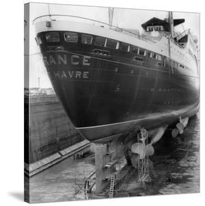 Le paquebot France dans le chantier naval de Saint Nazaire, 1961 by Charles Delius