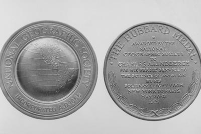 https://imgc.allpostersimages.com/img/posters/charles-lindberg-s-hubbard-gold-medal_u-L-PZOFSP0.jpg?artPerspective=n