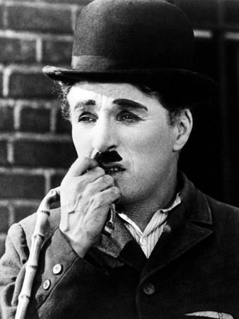 https://imgc.allpostersimages.com/img/posters/charlie-chaplin-city-lights-1931-directed-by-charles-chaplin_u-L-Q10T4610.jpg?artPerspective=n