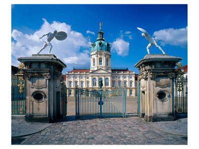 https://imgc.allpostersimages.com/img/posters/charlottenburg-palace-berlin_u-L-F74TBF0.jpg?p=0