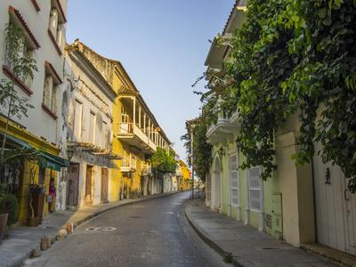 https://imgc.allpostersimages.com/img/posters/charming-residential-street-in-historic-cartagena-colombia_u-L-Q1CZN7B0.jpg?p=0
