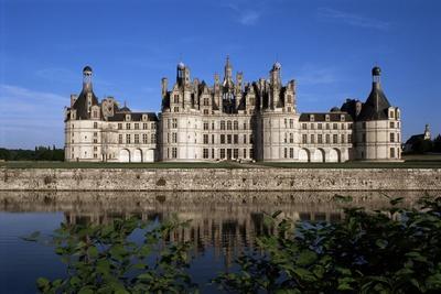 https://imgc.allpostersimages.com/img/posters/chateau-de-chambord-loire-valley-unesco-world-heritage-site-loir-et-cher-centre-france_u-L-Q1HTB5V0.jpg?artPerspective=n