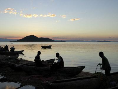 https://imgc.allpostersimages.com/img/posters/chembe-village-cape-maclear-lake-malawi-malawi-africa_u-L-P7XHWS0.jpg?p=0