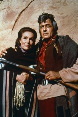 CHEYENNE AUTUMN, 1964 directed by JOHN FORD Dolores del Rio and Ricardo Montalban (photo)