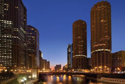 https://imgc.allpostersimages.com/img/posters/chicago-river-dusk-i_u-L-Q10PTEN0.jpg?p=0